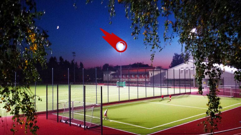 TiB Stadion in Abendstimmung mit Flutlicht